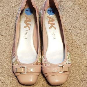 Liz Claiborne Sport Floral Shoes Size 7.5